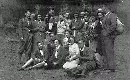 Group photo of one of Egon's 'cream' walks, 1940